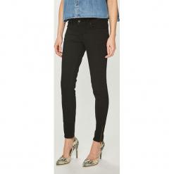 Guess Jeans - Jeansy Marilyn. Czarne jeansy damskie Guess Jeans, z aplikacjami, z bawełny, z obniżonym stanem. Za 369,90 zł.