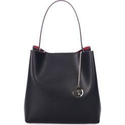 Skórzana torebka w kolorze czarnym - 28 x 28 x 14 cm. Czarne torebki klasyczne damskie Black Bags, w paski, ze skóry. W wyprzedaży za 324,95 zł.