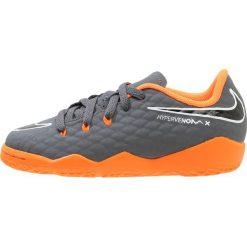 Nike Performance JR PHANTOMX 3 ACADEMY IC Halówki dark grey/total orange/white. Szare halówki męskie marki Nike Performance, z materiału. W wyprzedaży za 206,10 zł.
