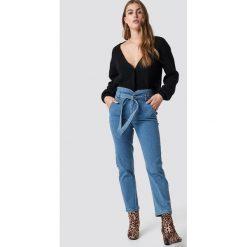 NA-KD Jeansy Paperbag - Blue. Zielone jeansy damskie marki Emilie Briting x NA-KD, l. Za 202,95 zł.