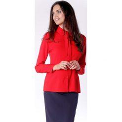 Elegancka Czerwona Koszulowa Bluzka z Wiązaniem przy Kołnierzyku. Czerwone bluzki koszulowe marki Molly.pl, l, z jeansu, biznesowe, z długim rękawem. W wyprzedaży za 139,41 zł.