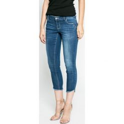 Vero Moda - Jeansy. Niebieskie jeansy damskie relaxed fit Vero Moda, z obniżonym stanem. W wyprzedaży za 99,90 zł.