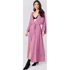 Długie sukienki: NA-KD Boho Sukienka z wiązanym rękawem - Purple
