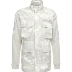 Parki męskie: Nike Sportswear CAMO Parka summit white/light bone