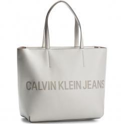 Torebka CALVIN KLEIN JEANS - Sculped Zip Tote Lo K40K400382 103. Białe torebki klasyczne damskie Calvin Klein Jeans, z jeansu, duże. Za 599,00 zł.
