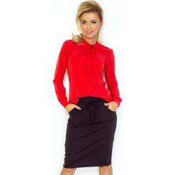 Czerwona Bluzka Elegancka z Wiązaną Szarfą. Czerwone bluzki asymetryczne Molly.pl, l, z jeansu, biznesowe, z długim rękawem. W wyprzedaży za 98,91 zł.