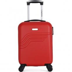 """Walizka """"Queens E"""" w kolorze czerwonym - 35 x 50 x 20 cm. Czerwone walizki American Travel, z materiału. W wyprzedaży za 195,95 zł."""