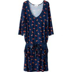 Sukienki: Lejąca się sukienka z nadrukiem w rybki