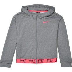 Bluza z kapturem, zapinana na zamek. Szare bluzy dziewczęce rozpinane marki Nike, z poliesteru, z długim rękawem, długie, z kapturem. Za 230,96 zł.