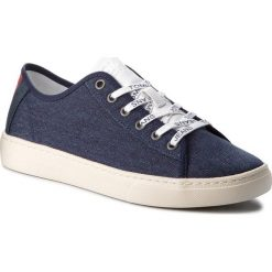 Tenisówki TOMMY JEANS - Light Textile Low EM0EM00102 Black Iris 431. Niebieskie tenisówki męskie marki Tommy Jeans, z gumy. W wyprzedaży za 239,00 zł.