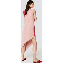 Trendyol Asymetryczna sukienka midi - Pink,Red. Szare sukienki asymetryczne marki Trendyol, na co dzień, z elastanu, casualowe, midi. W wyprzedaży za 72,78 zł.
