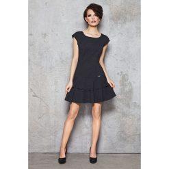 Sukienki dresowe: Grafitowa Dzianinowa Skromna Sukienka z Falbankami na Dole