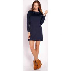 Granatowa Prosta Sukienka z Wywijanym Golfem. Czarne sukienki balowe marki bonprix, do pracy, w paski, moda ciążowa. Za 119,00 zł.