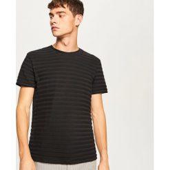 T-shirt z dzianiny strukturalnej - Czarny. Czarne t-shirty męskie marki Reserved, l, z dzianiny. Za 59,99 zł.