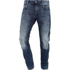 GStar ARC 3D SLIM Jeansy Slim Fit medium aged restored 86. Czerwone jeansy męskie relaxed fit marki G-Star, l, z napisami. W wyprzedaży za 489,30 zł.