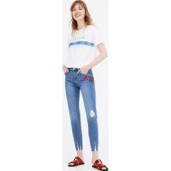 Jeansy skinny fit z haftem z boku. Szare jeansy damskie marki Pull & Bear, moro. Za 69,90 zł.