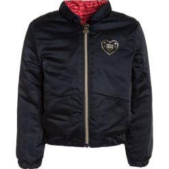 IKKS OH MY CAPTAIN Kurtka zimowa navy/grenadine. Czerwone kurtki chłopięce zimowe marki IKKS, z materiału. W wyprzedaży za 263,20 zł.