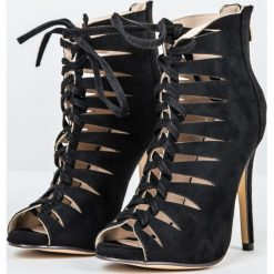 Sandały na wysokiej szpilce czarne. Czerwone sandały damskie marki Born2be, na wysokim obcasie, na szpilce. Za 99,90 zł.