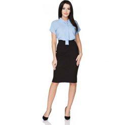 Niebieska Bluzka z Wiązaną Szarfą pod Szyją. Niebieskie bluzki asymetryczne Molly.pl, l, z jeansu, z kokardą, z krótkim rękawem. Za 89,90 zł.