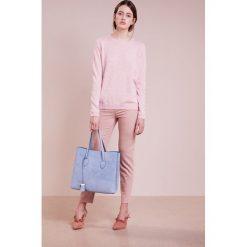 Swetry klasyczne damskie: FTC Cashmere Sweter rose
