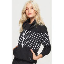 Bluzy damskie: Wzorzysta bluza z kołnierzem - Czarny