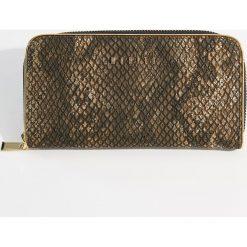 Portfel z motywem zwierzęcym - Wielobarwn. Brązowe portfele damskie marki Mohito, z motywem zwierzęcym. Za 59,99 zł.
