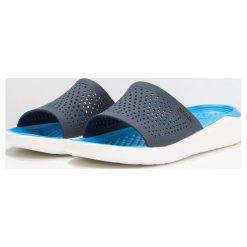 Crocs LITERIDE SLIDE Sandały kąpielowe navy/white. Niebieskie kąpielówki męskie marki Crocs, m, z gumy. Za 169,00 zł.