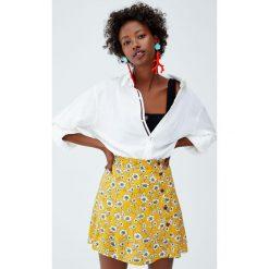 Spódnica basic z guzikami. Żółte spódniczki Pull&Bear. Za 59,90 zł.