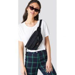 Eastpak Torba Doggy - Black. Czarne torebki klasyczne damskie marki Eastpak, w paski, małe. Za 121,95 zł.