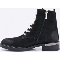 Carinii - Botki. Czarne buty zimowe damskie Carinii, z materiału, z okrągłym noskiem, na obcasie. W wyprzedaży za 239,90 zł.