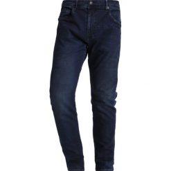 Petrol Industries Jeansy Slim Fit dark blue. Niebieskie jeansy męskie relaxed fit marki Petrol Industries. W wyprzedaży za 224,25 zł.