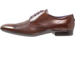 Azzaro PIROMAN Eleganckie buty marron. Brązowe buty wizytowe męskie Azzaro, z materiału, na sznurówki. W wyprzedaży za 421,85 zł.
