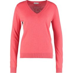 Swetry damskie: Delicatelove Sweter coral with stone grey
