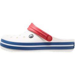 Crocs CROCBAND UNISEX Sandały kąpielowe white/blue jean. Różowe kąpielówki męskie marki Crocs, z materiału. Za 169,00 zł.
