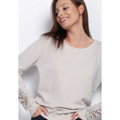 Swetry klasyczne damskie: Jasnobeżowy Sweter Wonderful Day