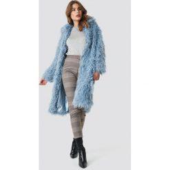 NA-KD Trend Długa kurtka sztuczne futro - Blue. Niebieskie bomberki damskie NA-KD Trend, z haftami, z futra. Za 364,95 zł.