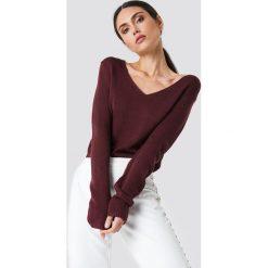 Rut&Circle Sweter dzianinowy z dekoltem V Ninni - Red. Szare swetry klasyczne damskie marki Vila, l, z dzianiny, z okrągłym kołnierzem. Za 80,95 zł.