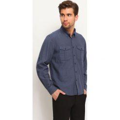 KOSZULA DŁUGI RĘKAW MĘSKA REGULAR FIT. Szare koszule męskie marki Top Secret, m, z klasycznym kołnierzykiem, z długim rękawem. Za 59,99 zł.