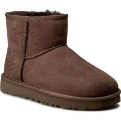 Buty UGG - W Classic Mini II 1016222 W/Cho. Brązowe buty zimowe damskie Ugg, ze skóry. Za 759,00 zł.
