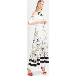 Długie sukienki: Ted Baker YARPA HIGHGROVE COLD SHOULDER Długa sukienka white
