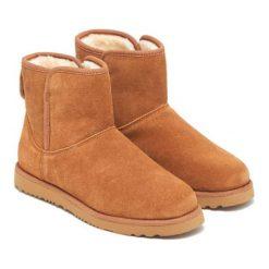 Skórzane botki w kolorze jasnobrązowym. Brązowe buty zimowe damskie Carla Samuel, na zimę. W wyprzedaży za 269,95 zł.