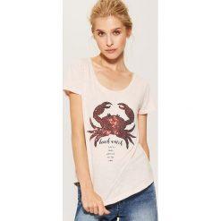 T-shirty damskie: T-shirt z cekinową aplikacją – Różowy