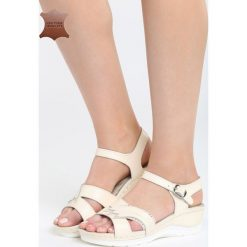 Beżowe Skórzane Sandały No Surprises. Brązowe sandały damskie marki Born2be, z materiału, na obcasie. Za 109,99 zł.