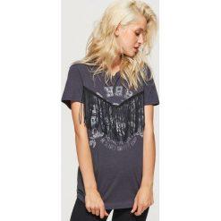 Koszulka z frędzlami - Szary. Szare t-shirty damskie marki Cropp, l. Za 49,99 zł.