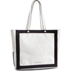 Torebka CALVIN KLEIN - Outline Ew Shopper K60K604815 102. Białe shopper bag damskie Calvin Klein, z materiału, duże, zdobione. Za 599,00 zł.