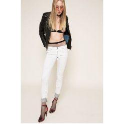 Diesel - Jeansy. Białe jeansy damskie rurki marki Diesel, z bawełny, z obniżonym stanem. W wyprzedaży za 549,90 zł.