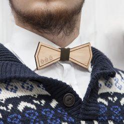 Zimowa drewniana muszka. Szare muchy męskie marki Mayoral, l, z bawełny, z klasycznym kołnierzykiem. Za 79,00 zł.