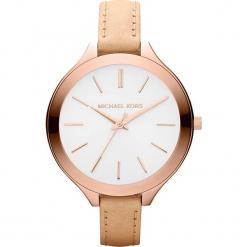 """Zegarek kwarcowy """"Slim Runway"""" w kolorze brązowo-biało-różowozłotym. Brązowe, analogowe zegarki damskie marki Michael Kors, ze stali. W wyprzedaży za 454,95 zł."""