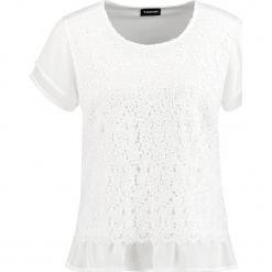 Koszulka w kolorze białym. Białe t-shirty damskie marki Taifun, w koronkowe wzory, z koronki, z falbankami. W wyprzedaży za 108,95 zł.