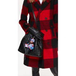 AŻUROWA TORBA TYPU WOREK. Brązowe torebki klasyczne damskie Top Secret, w ażurowe wzory. Za 59,99 zł.